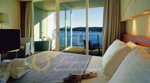 Lungim-latime_captuseala-culoare_materiale_draperii_hotel_lux_textil-impermeabil